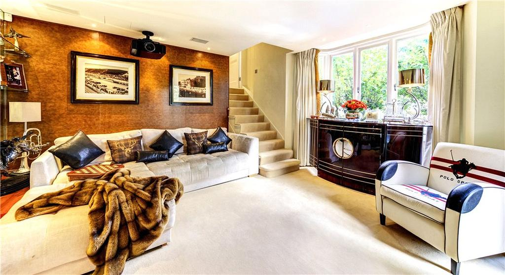 5 Bedrooms Flat for sale in Victoria Road, Kensington, London, W8