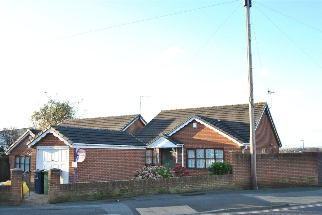 3 Bedrooms Detached Bungalow for sale in Brinkburn Crescent, Houghton le Spring, Tyne and Wear, DH4