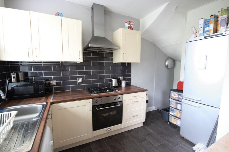 3 Bedrooms Terraced House for rent in Broomfield View, Leeds