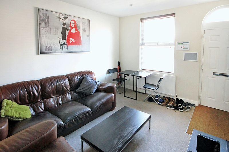 4 Bedrooms Terraced House for rent in Broomfield Terrace, Headingley, LEEDS