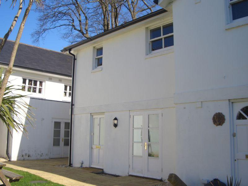 2 Bedrooms Mews House