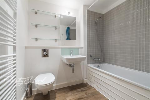 1 bedroom flat to rent - Crowngate House, E3