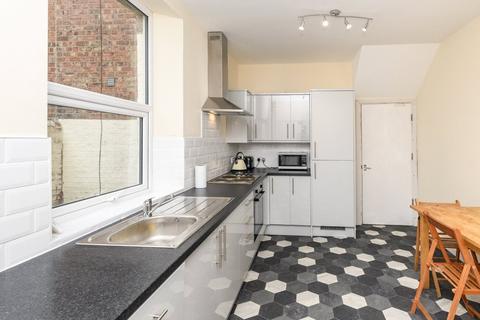 7 bedroom terraced house to rent - Queens Terrace, Jesmond, NE2