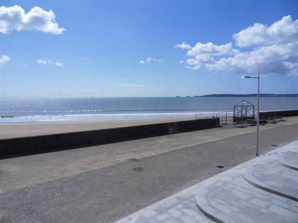 2 Bedrooms Apartment Flat for sale in Meridian Bay, Trawler Road, Swansea