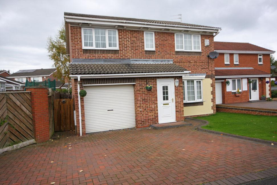 4 Bedrooms Detached House for sale in Brackenbeds Close, Pelton, Chester-le-Street DH2 1XJ