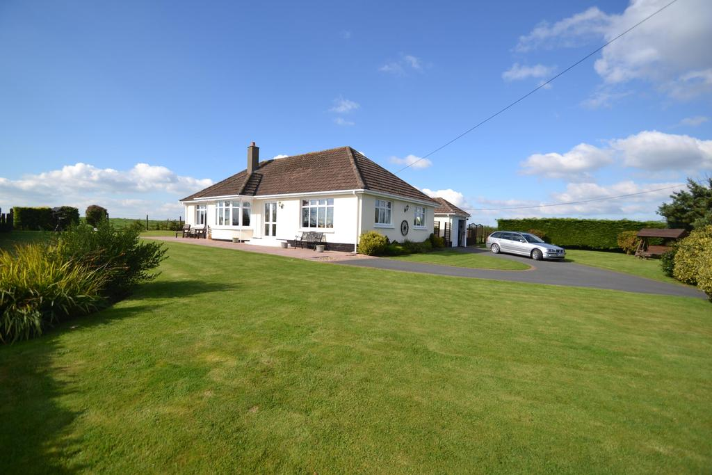 3 Bedrooms Bungalow for sale in Newton St. Petrock, Torrington