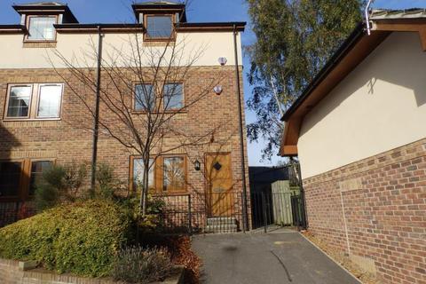 2 bedroom townhouse to rent - HIGHFIELD COURT, OSSETT, WF5 9LA