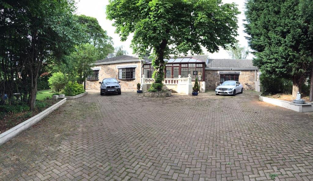5 Bedrooms Detached House for sale in Beechways, Whitesmocks, Durham