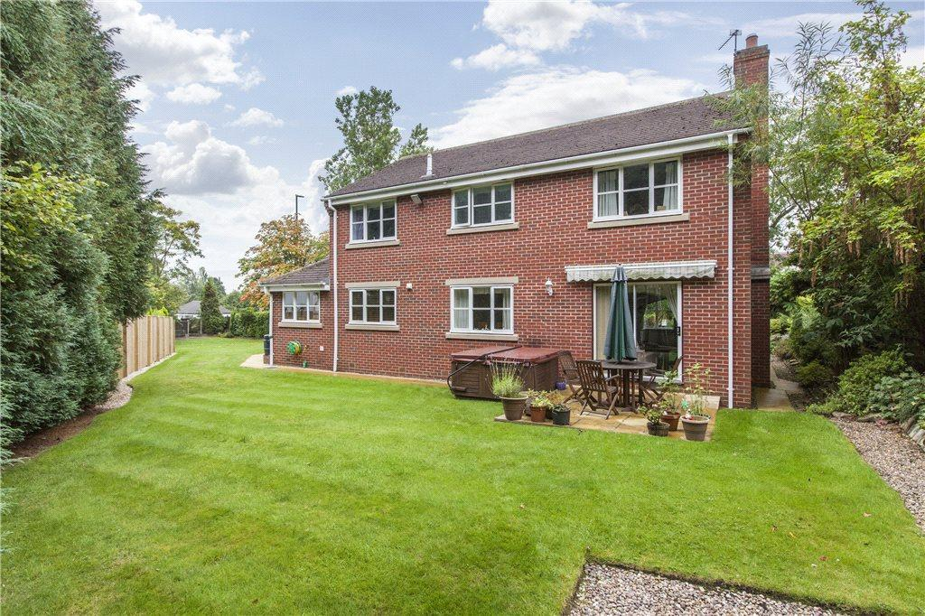 4 Bedrooms Detached House for sale in Leeds Road, Bramhope, Leeds
