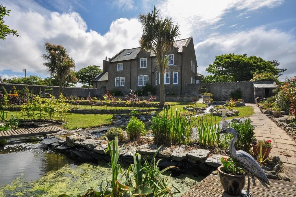 4 Bedrooms Detached House for sale in Uwch Y Don, Llanfwrog, North Wales