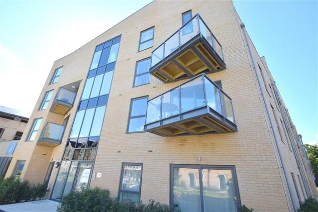 2 Bedrooms Flat for rent in The Embankment, Nash Mills