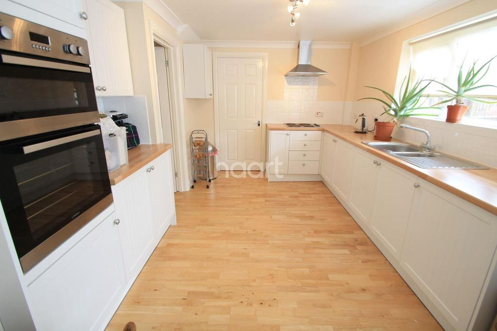 3 Bedrooms Semi Detached House for sale in Westminster Drive, Bletchley