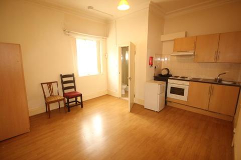 Studio to rent - Stirling Road, Edgbaston, Birmingham, B16 9BG