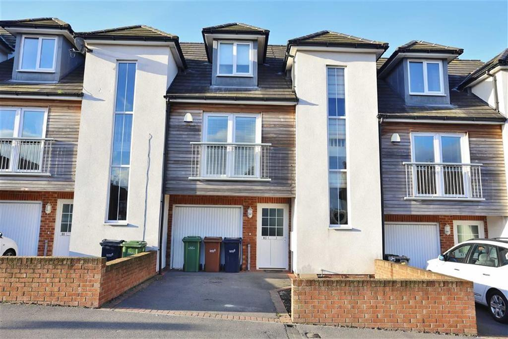 3 Bedrooms Town House for sale in Thorney Close Road, Thorney Close, Sunderland, SR3