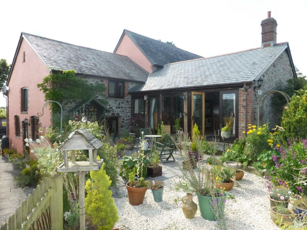 3 Bedrooms Barn Conversion Character Property for sale in Roborough, Winkleigh