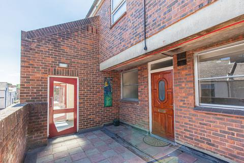 2 bedroom flat to rent - Whitworth Place, Canal Street