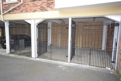 Garage to rent - Chain Lane, Newport