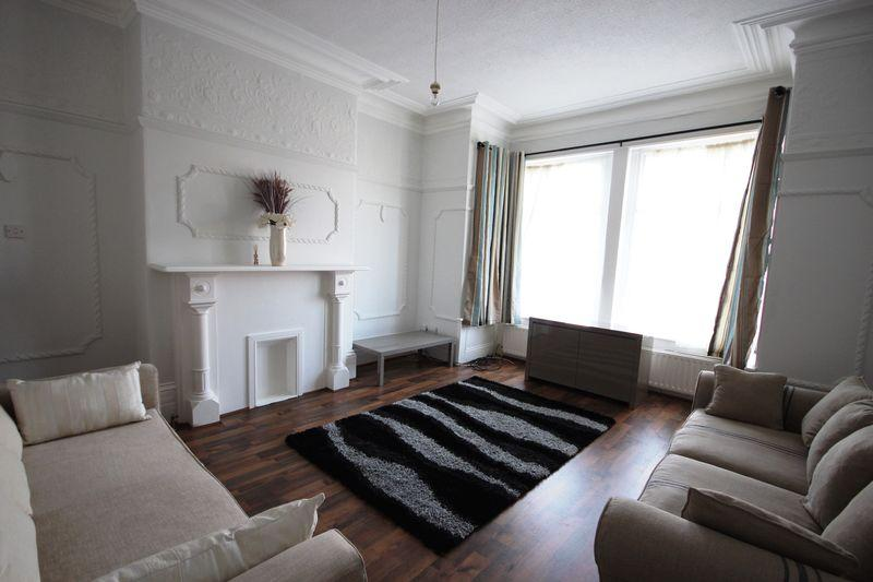 6 Bedrooms Detached House for rent in Morris Lane, Kirkstall
