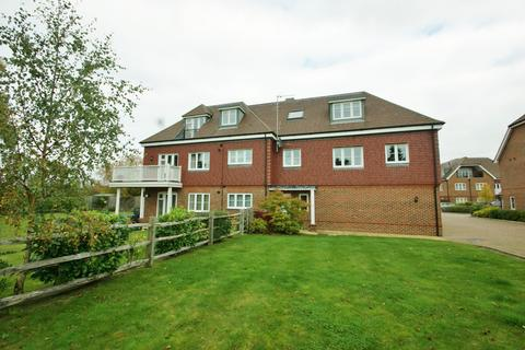 2 bedroom flat to rent - Upper Meadow, Hedgerley Lane, Gerrards Cross, SL9