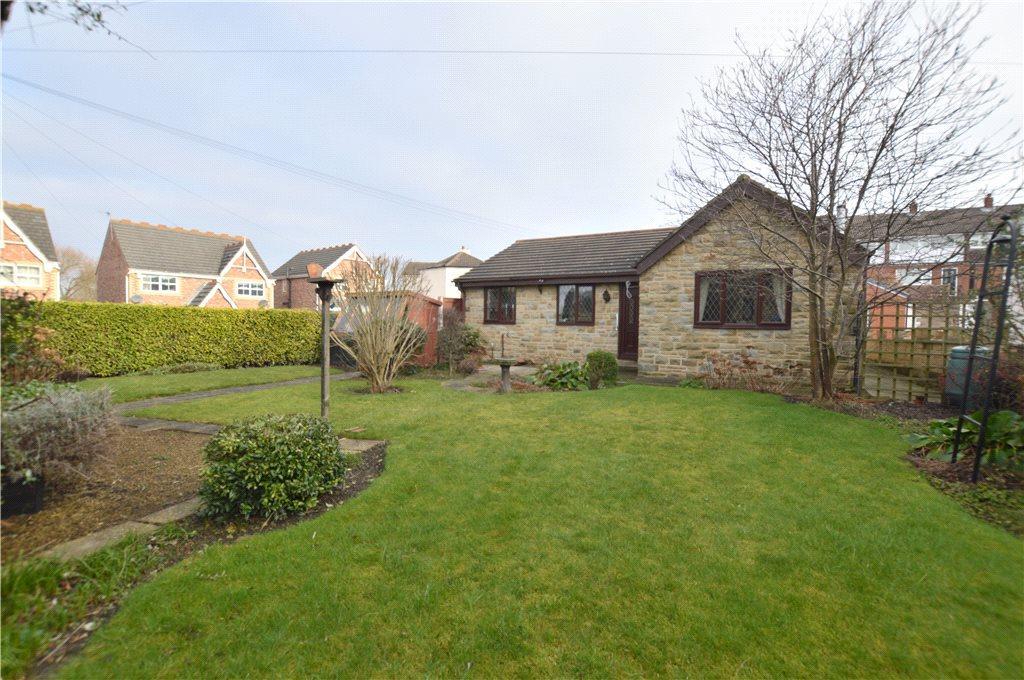2 Bedrooms Detached Bungalow for sale in Moor Road, Stanley, Wakefield, West Yorkshire