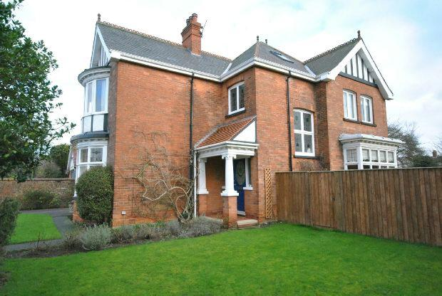 4 Bedrooms Detached House for sale in Cumberland Avenue, GRIMSBY
