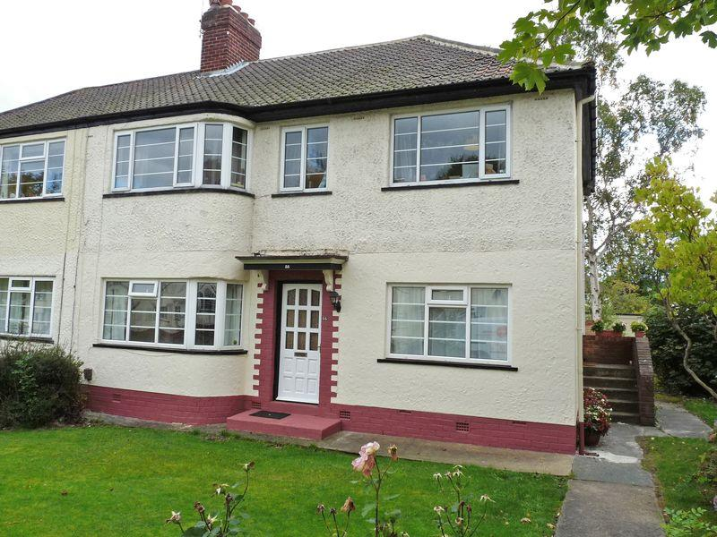 2 Bedrooms Apartment Flat for sale in Redesdale Gardens, Adel, Leeds2 Double Bedroom, Ground Floor Flat with on street parking