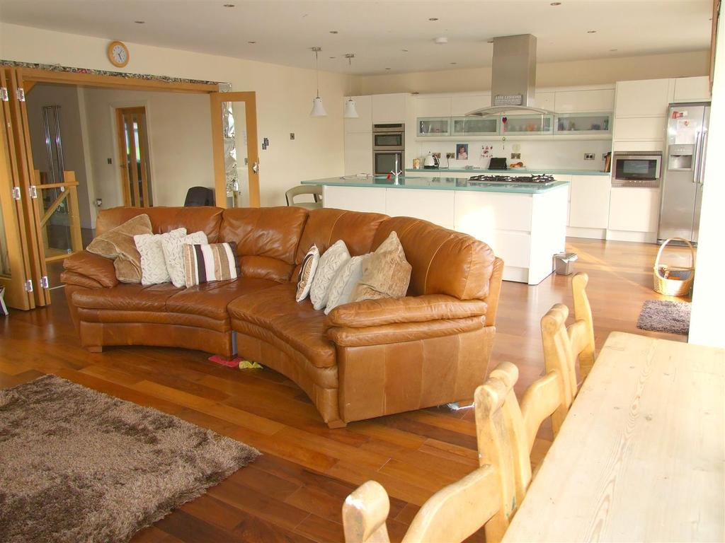4 Bedrooms Detached House for sale in Sandy Road, Llanelli