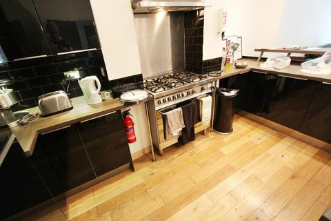 6 bedroom house to rent - Burton Road, Manchester, M20