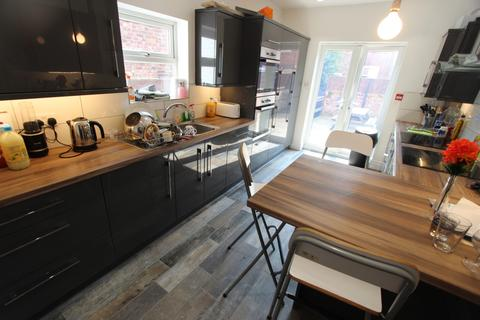 7 bedroom terraced house to rent - Lausanne Road, Manchester, M20