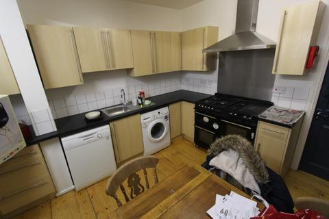 8 bedroom end of terrace house to rent - Linden Grove, Manchester, M14