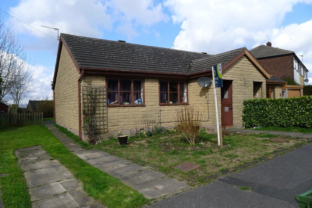 2 Bedrooms Semi Detached Bungalow for sale in Morland Close, Dewsbury