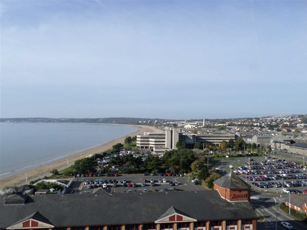 2 Bedrooms Apartment Flat for sale in MeridianTower, Trawler Road, Maritime Quarter Swansea, Swansea