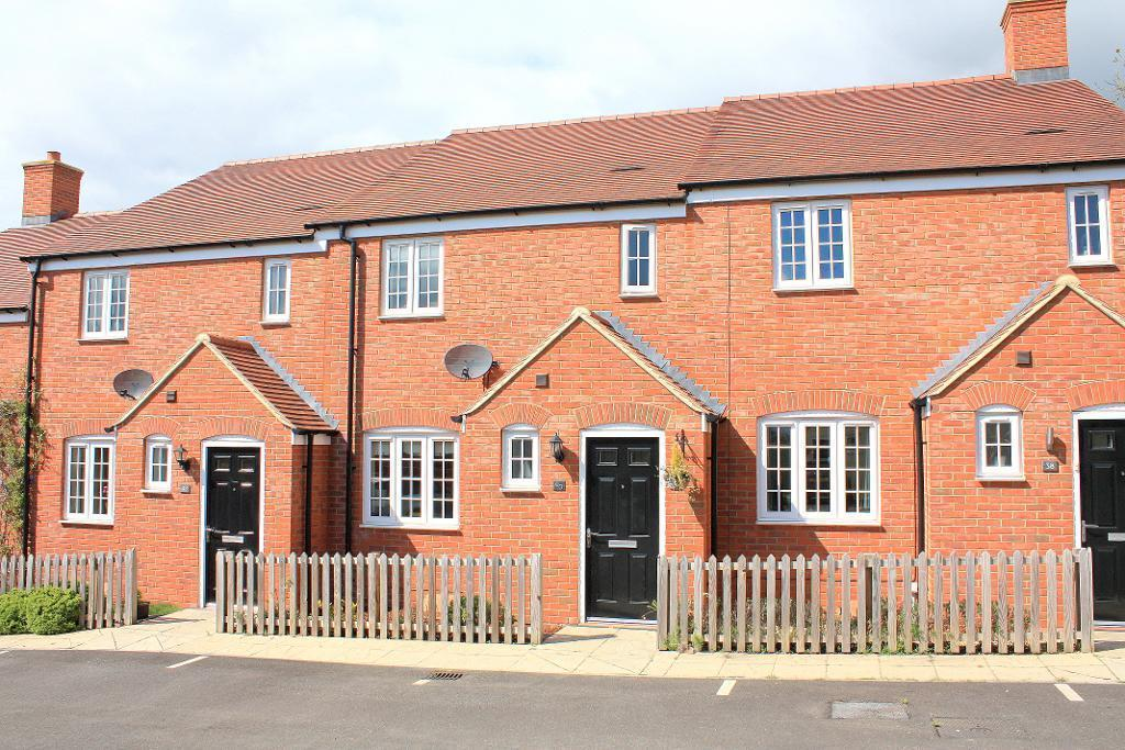 3 Bedrooms Terraced House for rent in Nottingham Close, Ampthill, Bedfordshire, MK45 2FZ