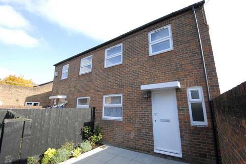 3 bedroom terraced house to rent - Malham Road   London