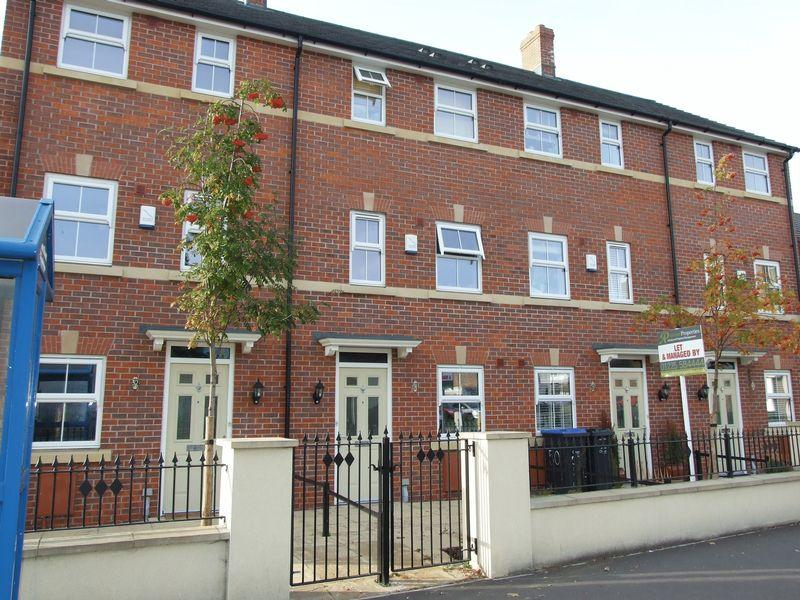 4 Bedrooms Terraced House for sale in Trowbridge