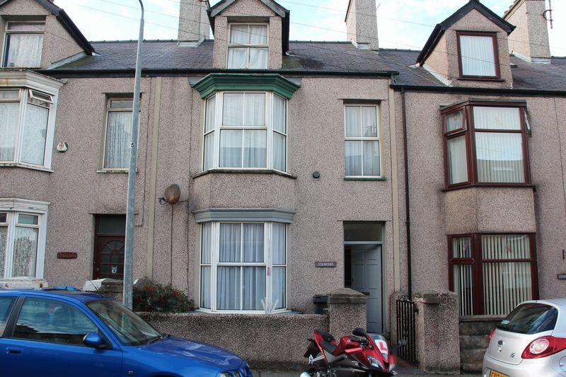 2 Bedrooms Terraced House for sale in Porthdafarch Road, Holyhead