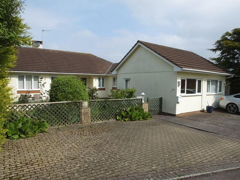 4 Bedrooms Detached Bungalow for sale in Broadclyst, Exeter