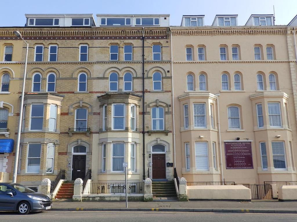 2 Bedrooms Flat for sale in East Parade, Rhyl