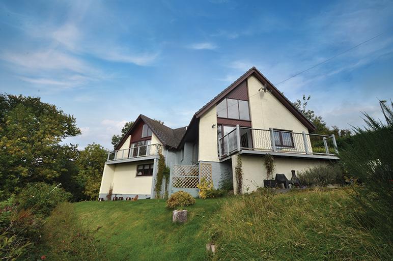 5 Bedrooms Detached House for sale in 62 Castlepark Drive, Fairlie, KA29 0AD