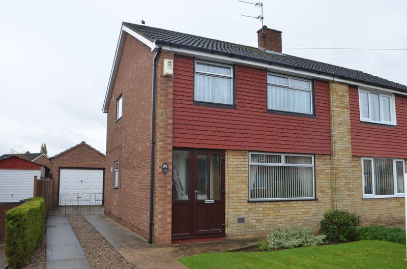 3 Bedrooms Semi Detached House for sale in Peak Dale, North Hykeham, Lincoln