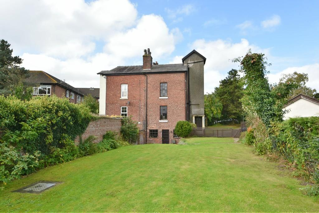 4 Bedrooms Semi Detached House for sale in Middlewood Road, Aughton