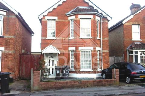 5 bedroom detached house to rent - Waterloo Road, Winton, Bournemouth