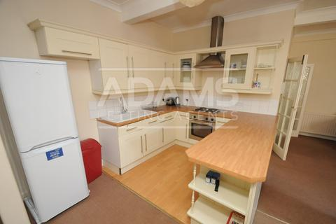 4 bedroom flat to rent - Wimborne Road, Winton Banks, Bournemouth