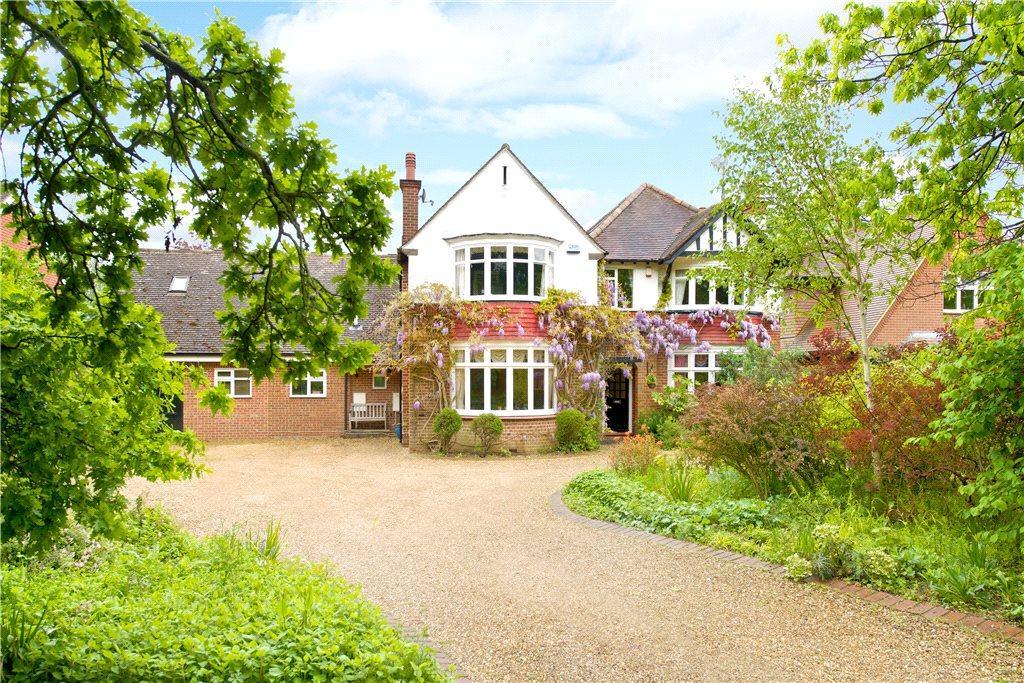 5 Bedrooms Detached House for sale in Newport Road, Woburn Sands, Milton Keynes, Buckinghamshire