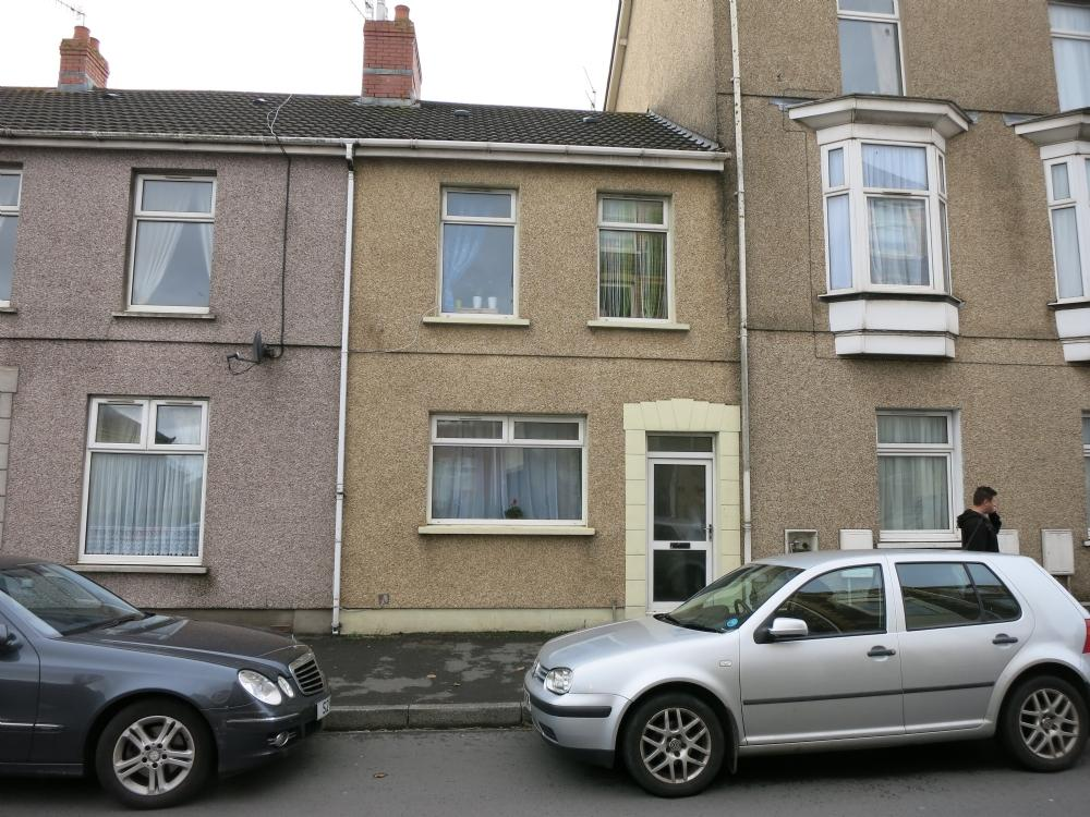 3 Bedrooms Terraced House for sale in New Dock Road, Llanelli.