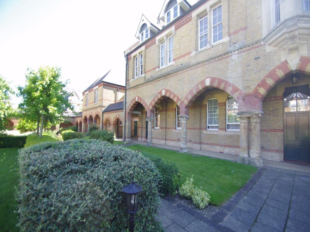 2 Bedrooms Flat for rent in Andrew Reed Court, Keele Close, WATFORD, Hertfordshire