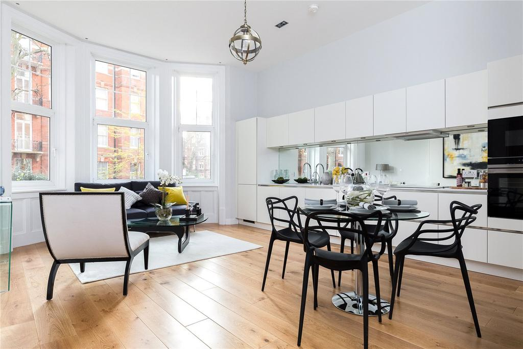 2 Bedrooms Flat for sale in Kensington Court, Kensington, London