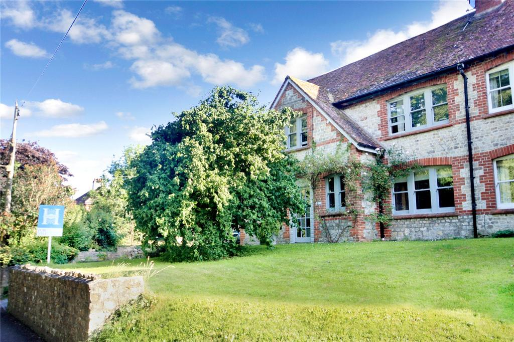 5 Bedrooms Semi Detached House for sale in Park View, Sutton Veny, Warminster, Wiltshire