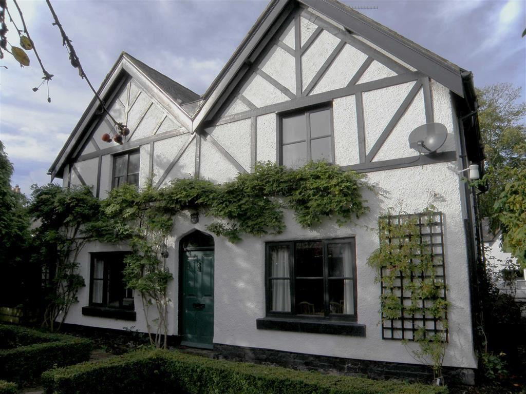 3 Bedrooms Detached House for sale in Chester Road, Rossett, Wrexham