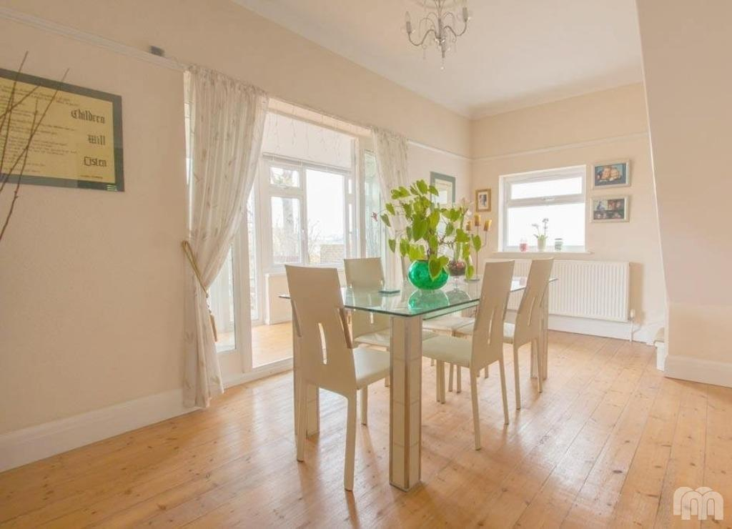 3 Bedrooms Detached House for sale in Bevendean Avenue Saltdean East Sussex BN2